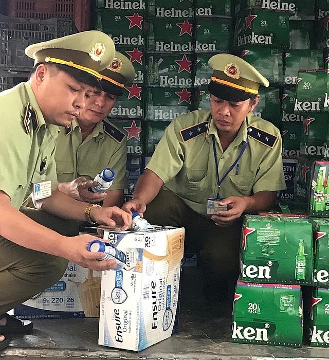 Phú Yên: Thu giữ số lượng lớn bia Heineken và sữa Ensure có dấu hiệu vi phạm về an toàn thực phẩm