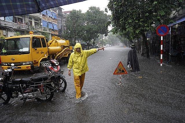 Hà Nội: Tổ chức trực 24/24 giờ, chủ động đối phó với bão số 3