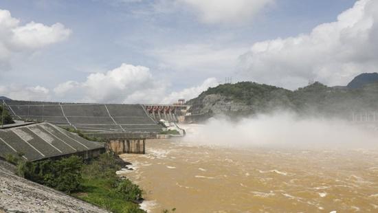 Nguy cơ vỡ đập thủy điện, hàng ngàn người dân phải di dời khẩn cấp