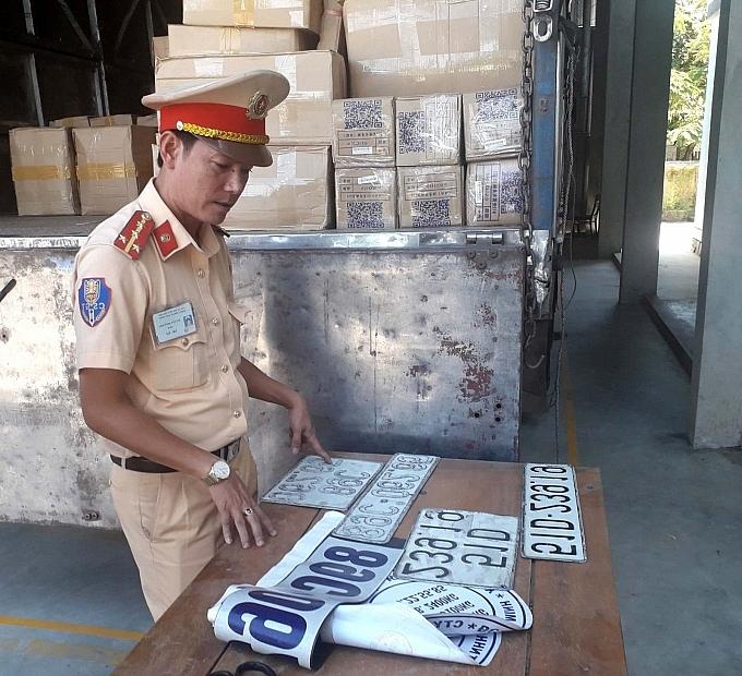 Xe tải lắp biển số giả, vận chuyển hàng không rõ nguồn gốc từ Hà Nội vào Huế