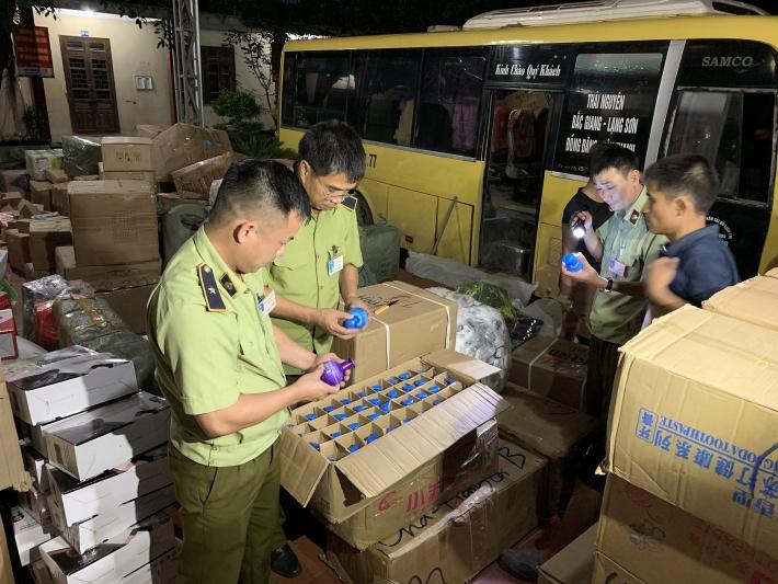 Lạng Sơn: Thu giữ số lượng lớn mỹ phẩm và bánh ngọt nhập lậu