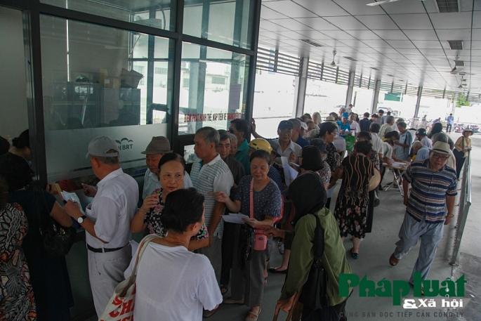ha noi trien khai lam the xe bus mien phi cho nguoi thuoc dien uu tien