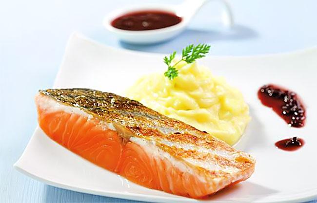 Bữa tối những ngày thi các thí sinh nên ăn cá