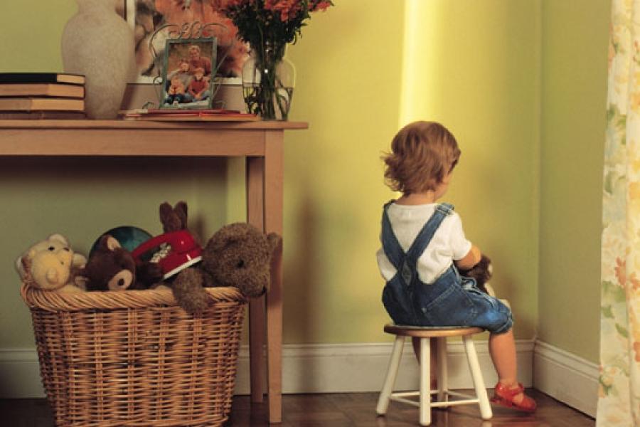 Cần áp dụng nghiêm túc những hình phạt nhỏ khi trẻ mắc lỗi