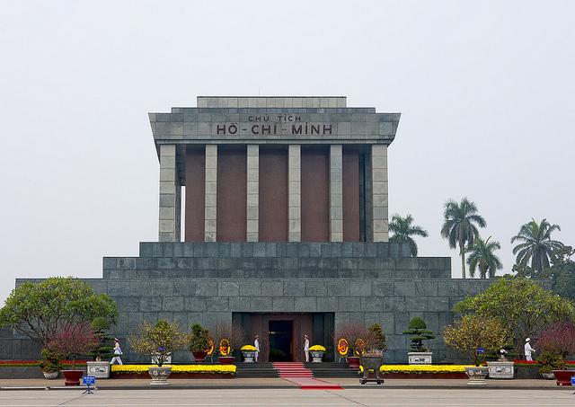 Lịch tham quan lăng Bác và bảo tàng Hồ Chí Minh năm 2015