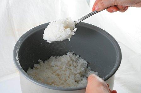 Ăn cơm nguội có thể dẫn đến ngộ độc và tử vong
