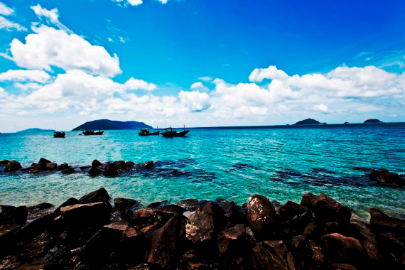 Côn Đảo có rất nhiều bãi biển đẹp và hoang sơ.