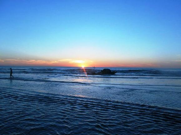 Hải Hoa cách Hà Nội khoảng 200km với vẻ đẹp rất hoang sơ, mộc mạc.