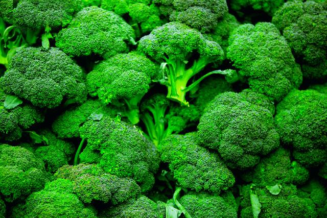 Những loại rau củ giàu dinh dưỡng hơn khi nấu chín