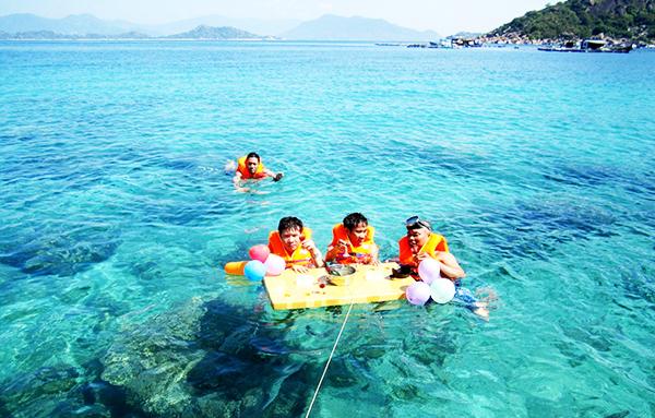 Làn nước xanh trong tại cả 4 hòn đảo.