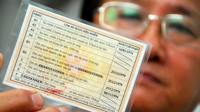Chuyển đổi bằng lái xe sang thẻ PET chậm trễ sẽ phải thi lại lý thuyết
