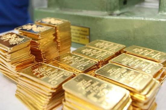 Ngày 11/8: Giá vàng trong nước vọt tăng, co hẹp khoảng cách với thế giới
