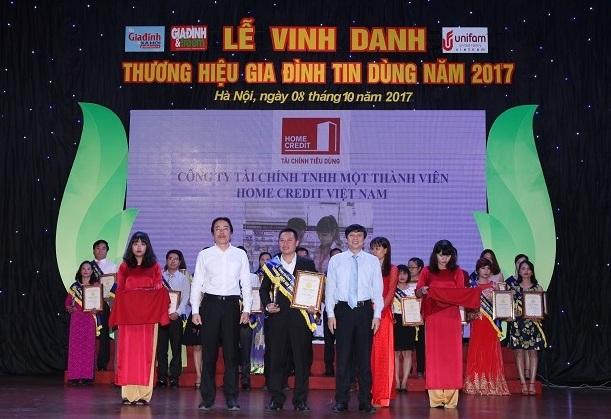 Home Credit Việt Nam giành giải thưởng Thương hiệu Gia đình tin dùng 2017