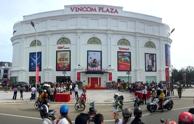 Hàng ngàn khách hàng náo nức đến Vincom trong ngày khai trương