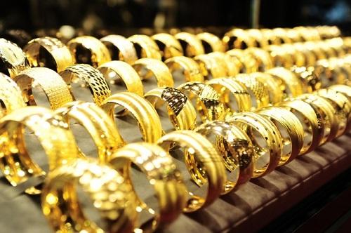 Giá vàng ngày 23/3: Vàng bật lại thế cờ trước tình thế USD chao đảo