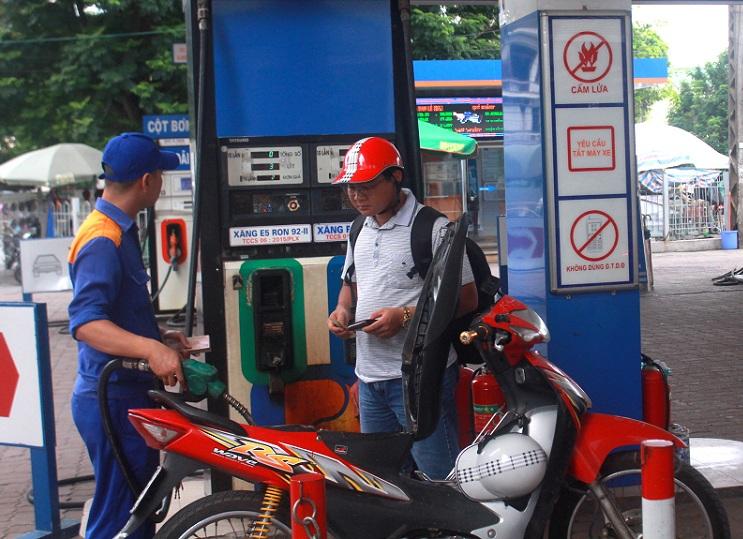 Điều chỉnh giá xăng dầu đẩy chỉ số giá tiêu dùng lên cao