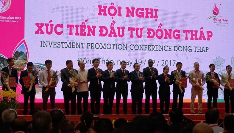 VPBank trao thỏa thuận vay vốn cho các doanh nghiệp SMEs tại Đồng Tháp