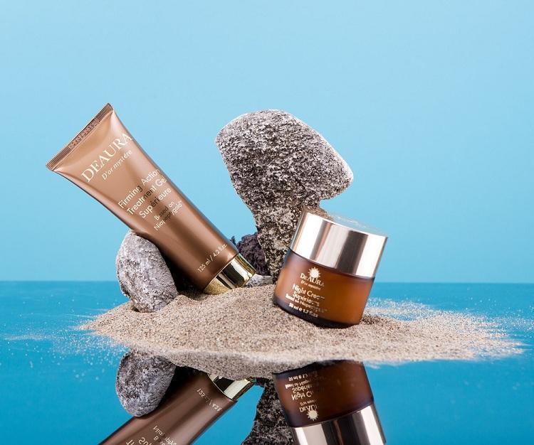 Mỗi sản phẩm trong bộ mỹ phẩm DeAura đều tập trung vào công dụng chống lão hóa và trẻ hóa da.
