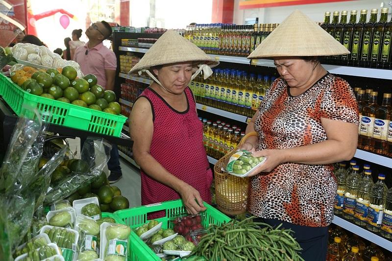 VinMart+ có hàng ngàn mặt hàng, đáp ứng được mọi nhu cầu mua sắm tiêu dùng và thực phẩm cho các bữa ăn gia đình.