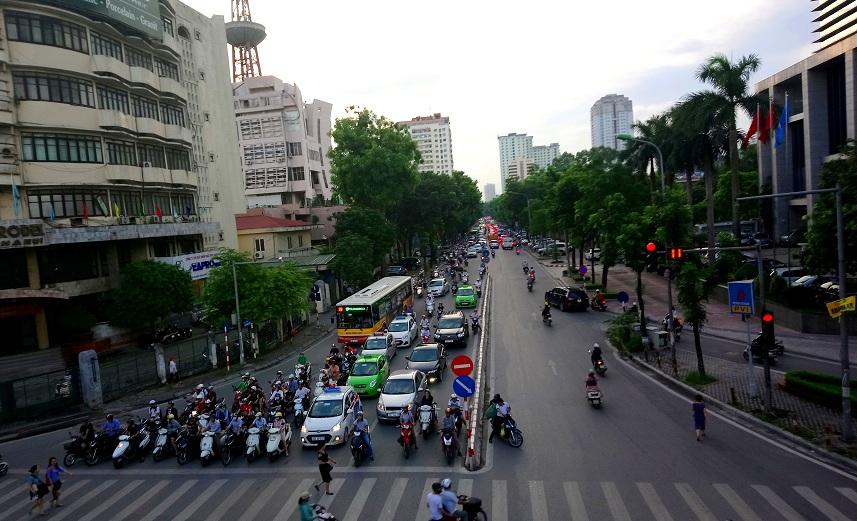 """Không khí tại Hà Nội và TP.HCM """"kém an toàn"""" trong ngày 23 tháng Chạp"""