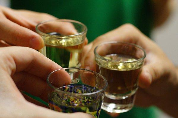Làm thế nào để phòng tránh ngộ độc rượu trong ngày Tết?