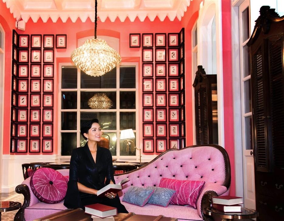 Tân Hoa hậu hoàn vũ H'Hen Niê trải nghiệm ẩm thực tại JW Marriott Phu Quoc Emerald Bay
