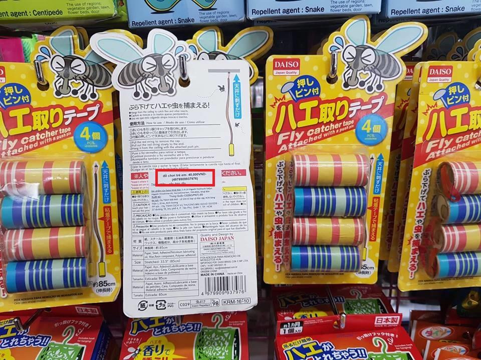 Sản phẩm băng keo dính ruồi tại Daiso Japan bị dán nhầm nhãn thành