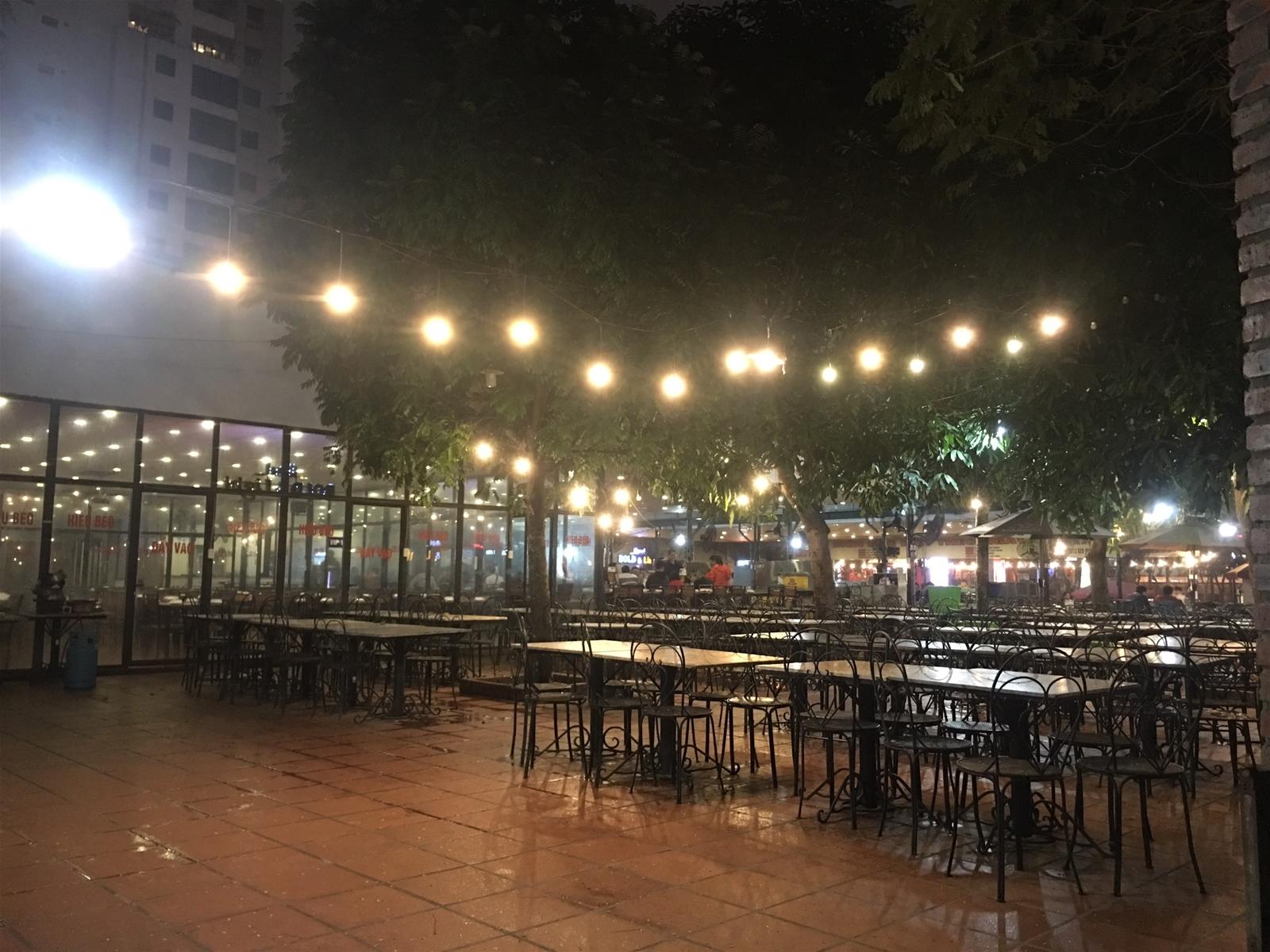 Quán ăn, nhà hàng vắng khách trong mùa dịch Covid-19