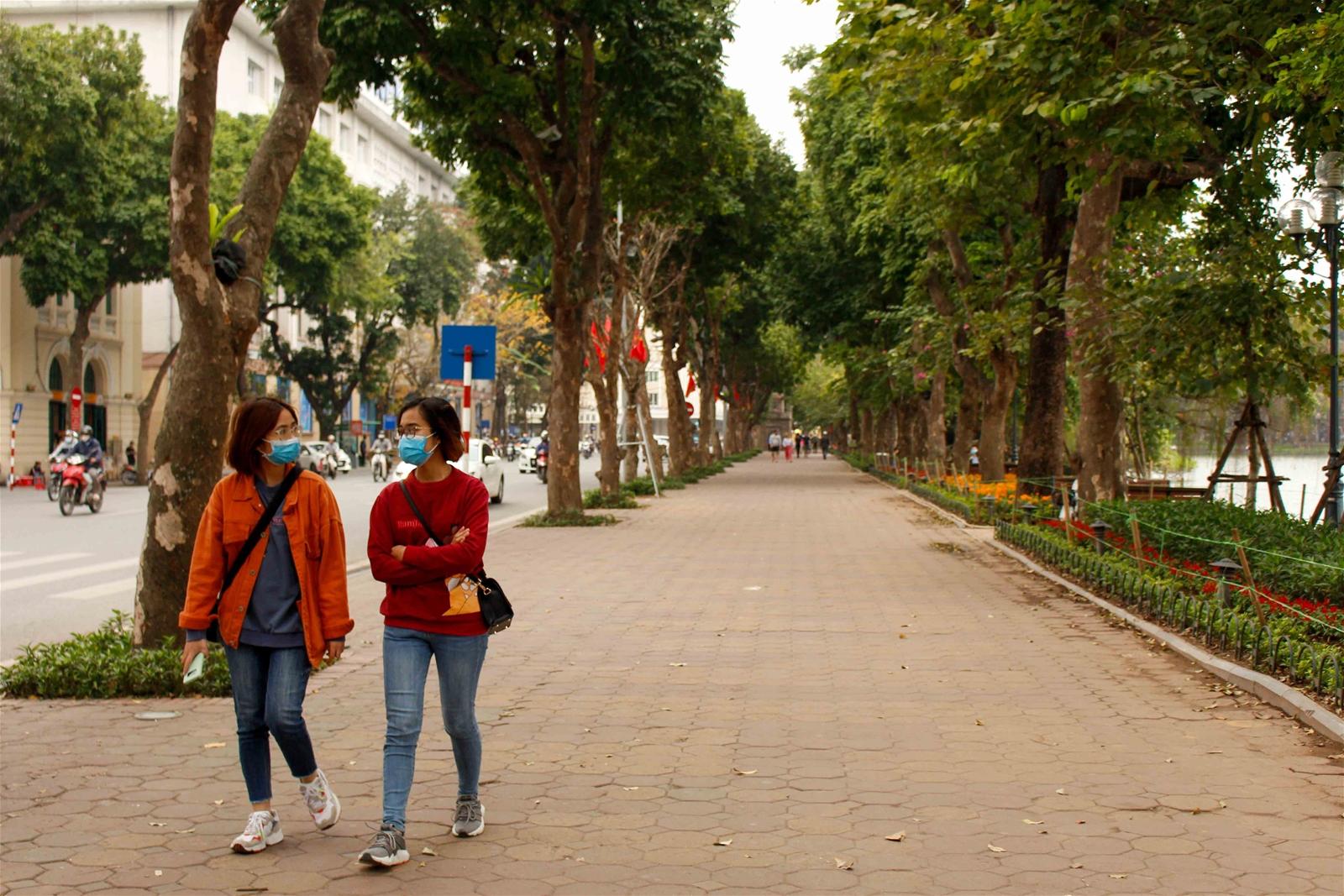 Người dân chủ động phòng dịch Covid-19, Hà Nội vắng tanh ngày cuối tuần