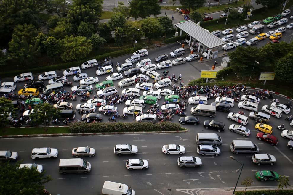 Nguy cơ ùn tắc giao thông nghiêm trọng nếu miễn phí xe ra vào sân bay