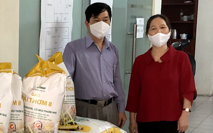 Ủng hộ 500 kg gạo hỗ trợ người nghèo