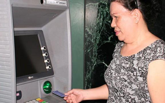 Hà Nội: Chi trả toàn bộ trợ cấp Bảo hiểm xã hội qua tài khoản