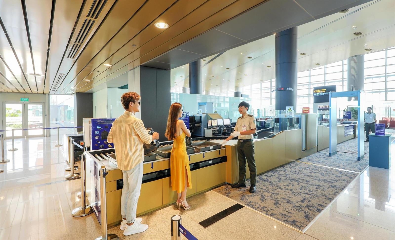 """Chiêm ngưỡng không gian tuyệt mỹ của """"Sân bay mới hàng đầu châu Á"""""""