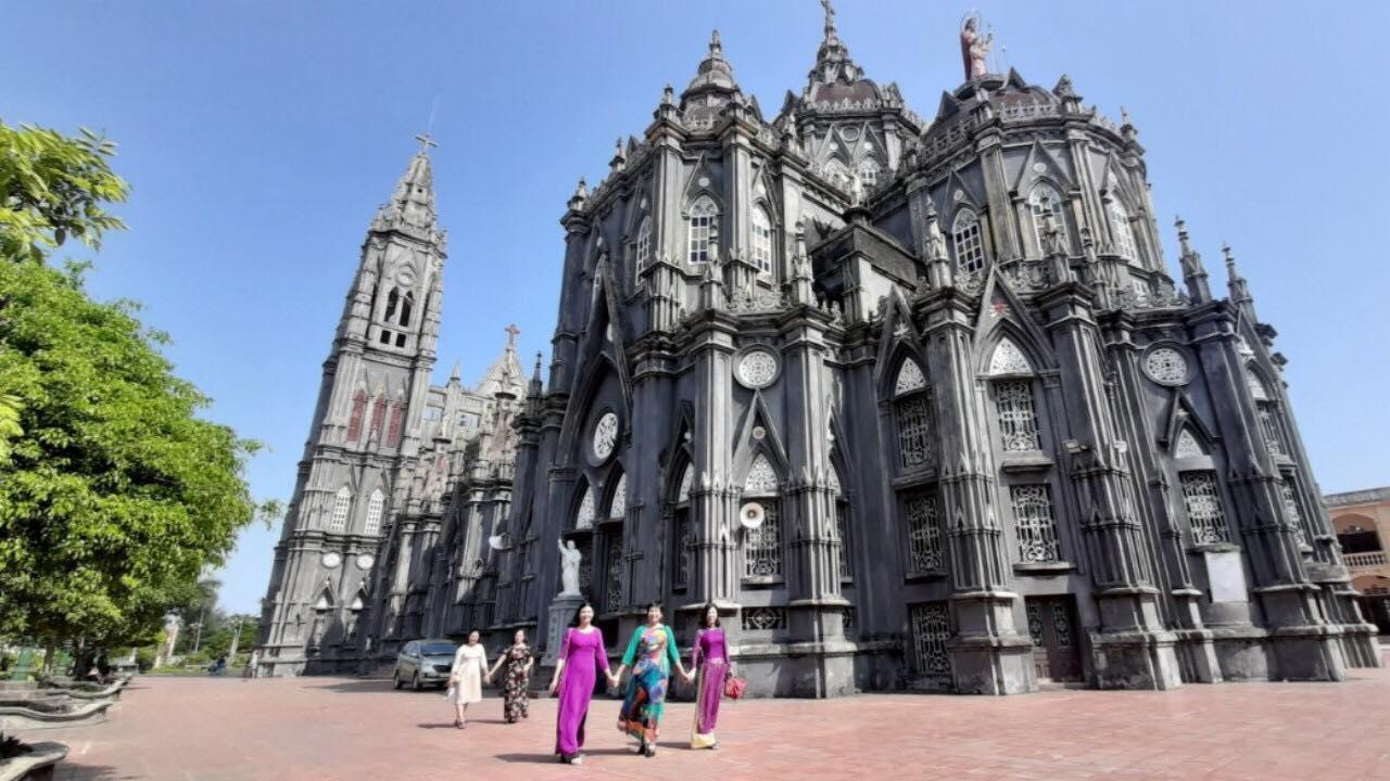 Ngỡ ngàng vẻ đẹp huyền ảo của các nhà thờ Nam Định