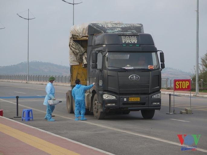 Kiểm soát chặt chẽ phương tiện vận chuyển hàng hóa tại cửa khẩu