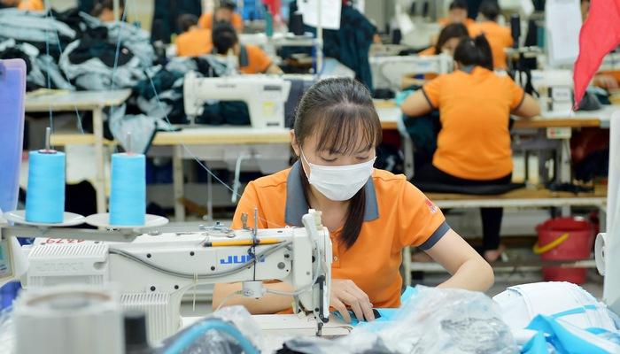 Doanh nghiệp dệt may trên sàn: Giảm chi phí và tìm