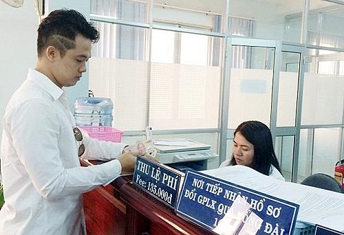 Từ 15-11, người dân có thể đổi giấy phép lái xe qua mạng