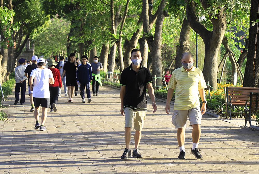 Hà Nội: Nhiều người đeo khẩu trang không đúng quy cách ở nơi công cộng