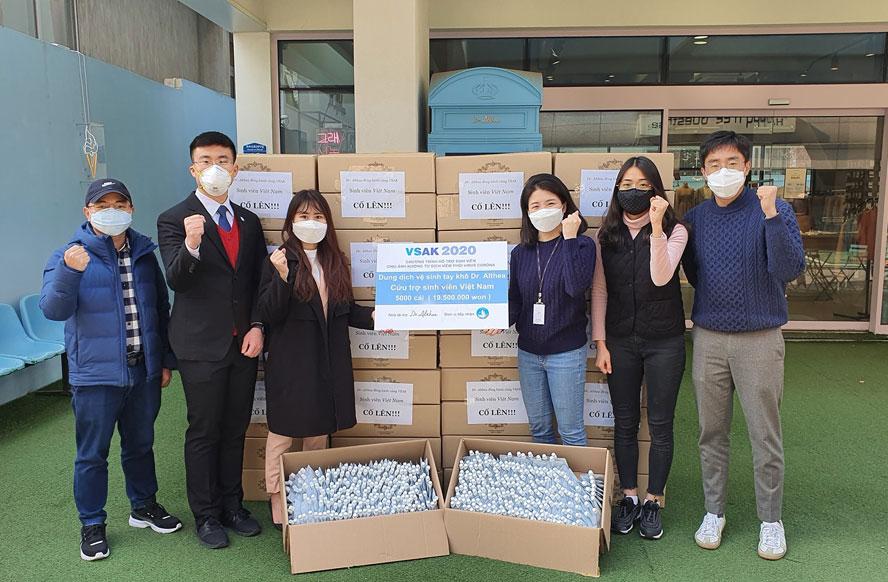 Sinh viên Việt Nam tại Hàn Quốc chung tay chống dịch Covid-19
