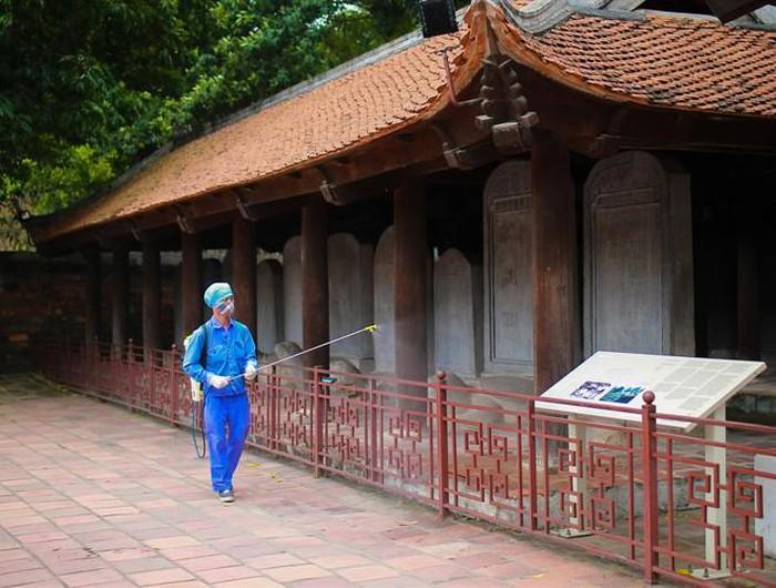 Nhiều di tích ở Hà Nội hoàn tất phun khử khuẩn phòng chống Covid-19