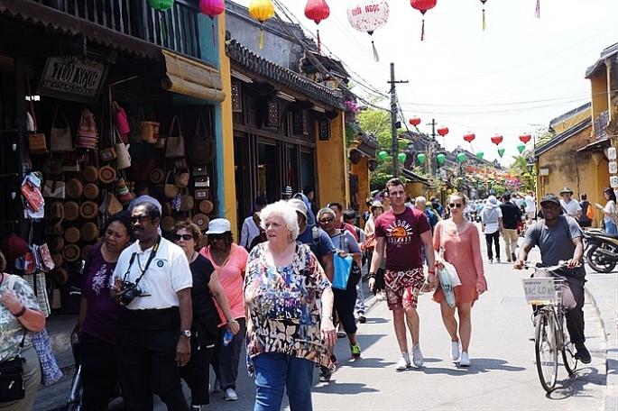 Giám sát khách du lịch đến Việt Nam có nguy cơ cao nhiễm vi rút corona