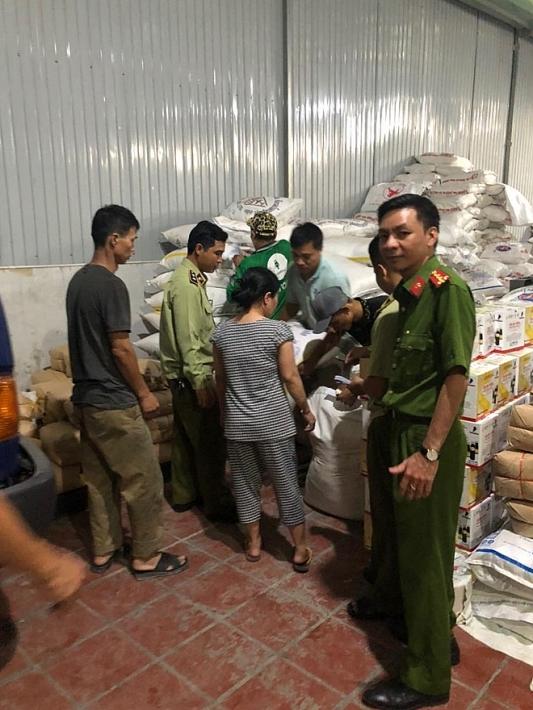 TP.HCM: Thu giữ hơn 10 tấn đường nghi nhập lậu chuẩn bị tung ra thị trường