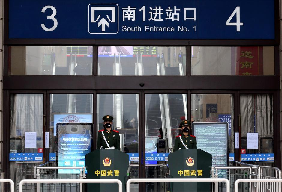 Trung Quốc phong tỏa 10 thành phố ngăn dịch viêm phổi