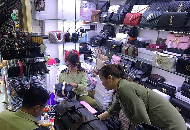 Phát hiện hàng trăm túi xách nghi giả thương hiệu tại Saigon Square, Lucky Plaza