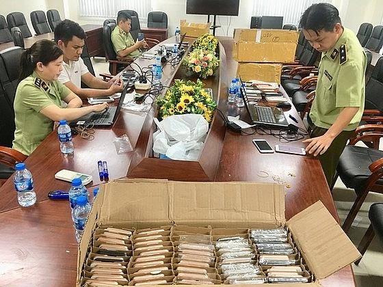Bắt giữ gần 500 điện thoại iPhone nhập lậu trị giá 3 tỷ đồng