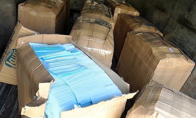 Bắt giữ xe tải chở gần 46.000 khẩu trang y tế không rõ nguồn gốc