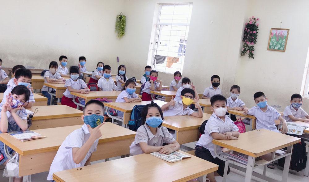Học sinh xã Mê Linh rộn ràng niềm vui ngày trở lại trường