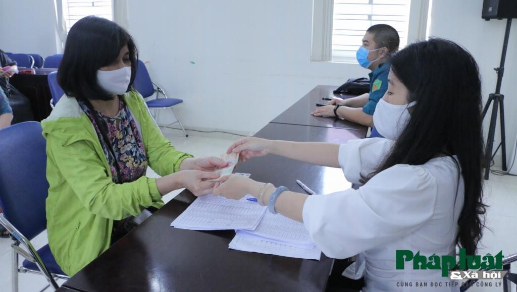 Người dân Hà Nội được nhận tiền hỗ trợ do ảnh hưởng dịch Covid-19 đúng dịp 30-4