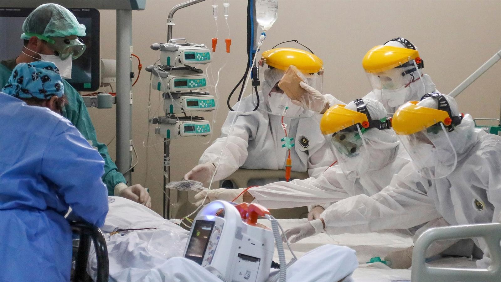 """Báo Nhật nhận định Vingroup sản xuất máy thở để """"phòng thủ"""" làn sóng virus thứ 2"""