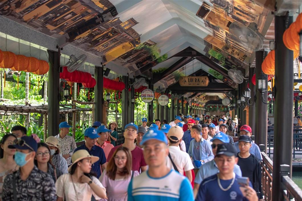 Hai chương trình kích cầu khủng từ Bà Nà Hills thu hút du khách trở lại Đà Nẵng